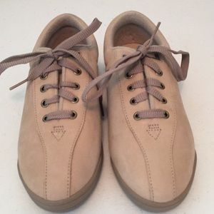 Easy spirit anti-gravity lace up shoes NWOT